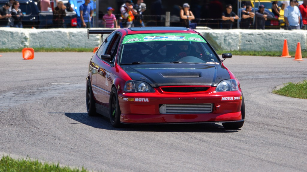 Coming onto the straight at Mosport DDT